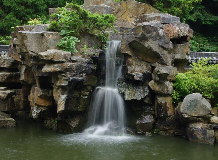 Wasserfall im Chinesischen Garten (deep-resonance.)